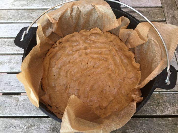 Apfelkuchenteig im Dutch Oven