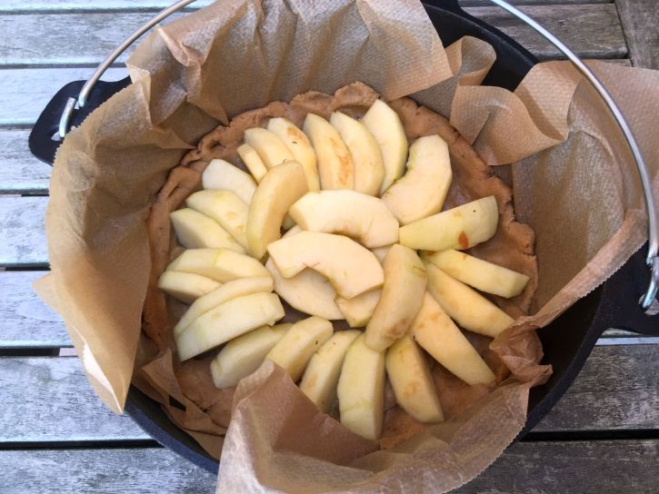 Apfelkuchenteig mit Äpfeln