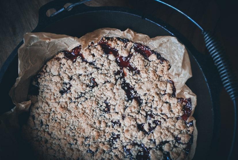Veganer Streuselkuchen mit Haferflocken und Marmelade